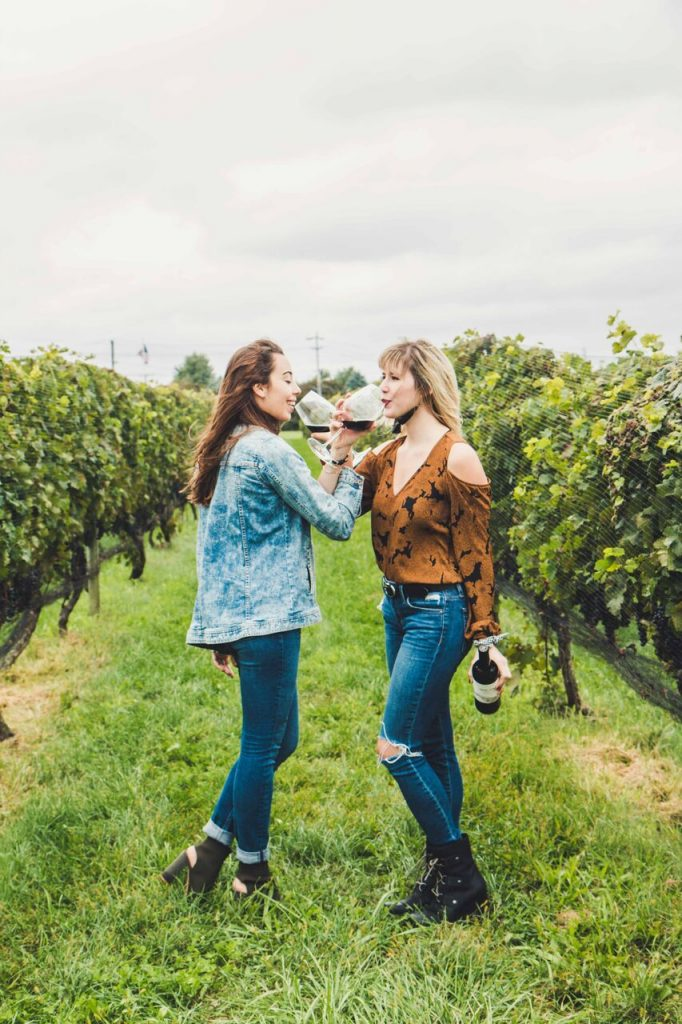 friends-in-vineyard